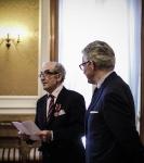 Medailleuitreiking aan Henri Goldberg door de ambassadeur van Polen